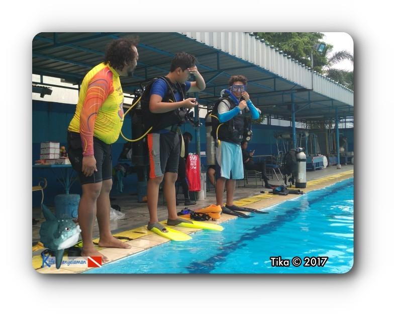 Latihan Keterampilan SCUBA di Kolam