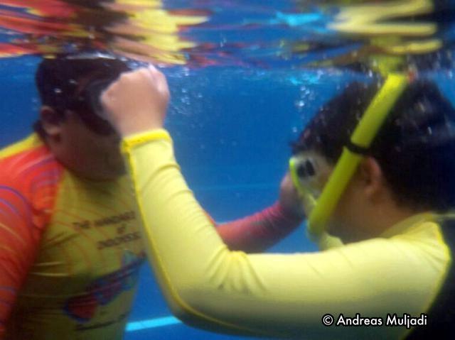 Gilang mentoring his brother