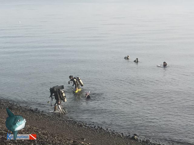 Kelompok penyelam baru selesai menyelam