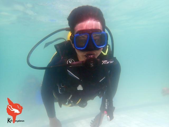 Menjelajah dunia bawah air menggunakan SCUBA